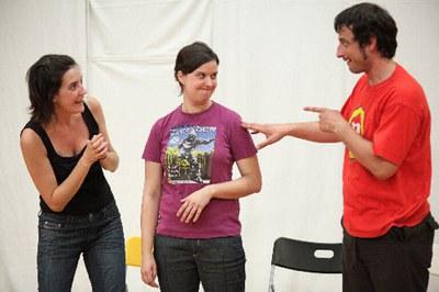 """Una escena de """"No em ratllis!!!"""" (foto: Teatracció)."""