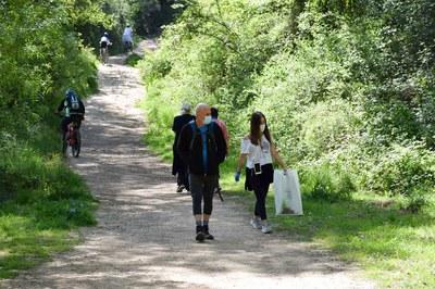 Una de les activitats organitzades a l'aire lliure ha estat una jornada de neteja del medi natural (foto: Ajuntament de Rubí – Localpres).
