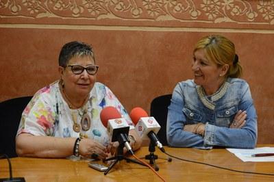 Milagros Calleja i Ana María Martínez, durant la presentació de la nova Síndica de Greuges (foto: Localpres).