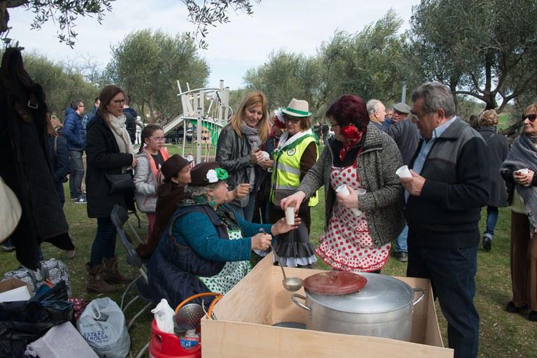 L'alcaldessa, amb les entitats (foto: Localpres)