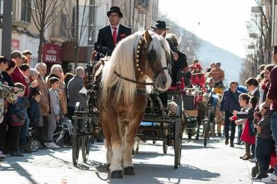 Un dels carruatges que han recorregut el centre de la ciutat (foto: Localpres).