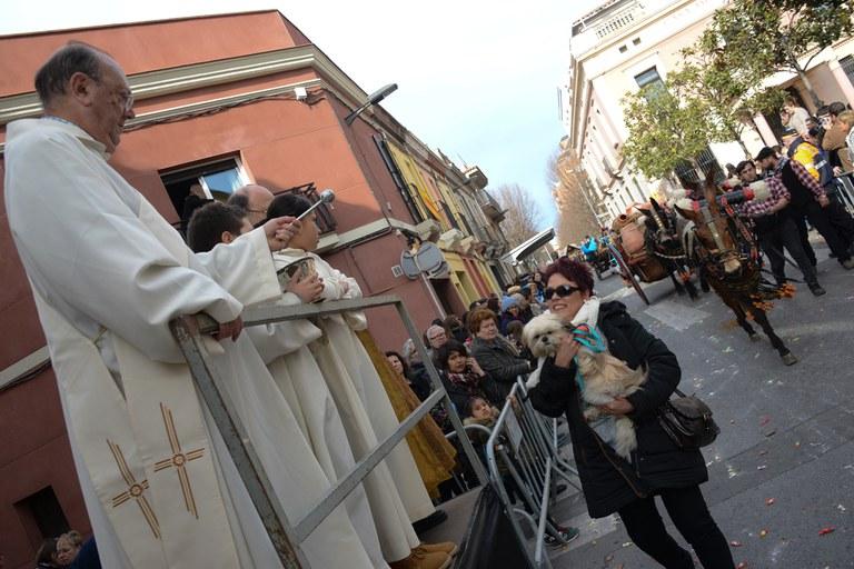 El mossèn ha beneït els animals (foto: Localpres)