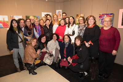 L'alcaldessa i els regidors, amb una nodrida representació de Mujeres Creativas del Vallès (foto: Localpres).