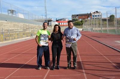El regidor d'Esports i la presidenta i vicepresident de la UAR han presentat la cursa davant dels mitjans de comunicació locals.