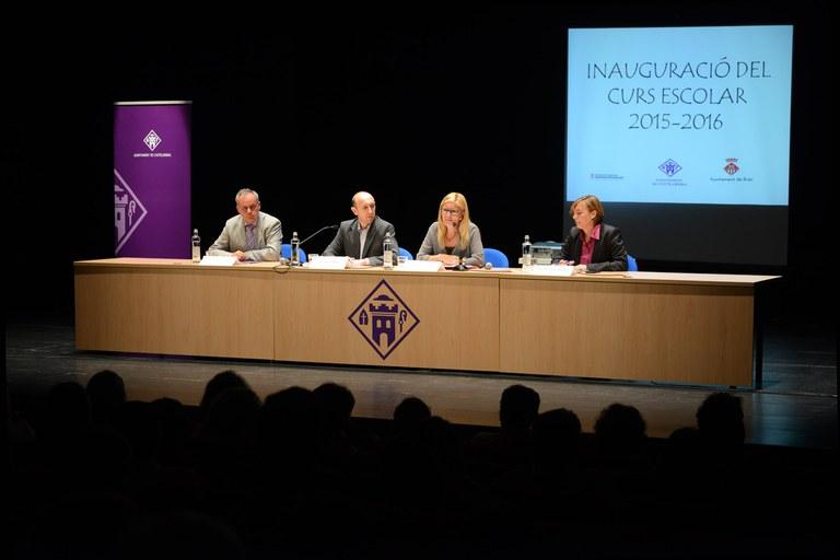 D'esquerra a dreta: Lluís Baulenas, Joan Playà ─alcalde de Castellbisbal─, Ana María Martínez i Isabel Méndez ─regidora d'Educació de Castellbisbal─ (foto: Localpres)
