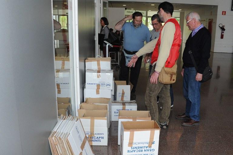 Les entitats solidàries han recollit aliments coincidint amb el dictat (foto: Localpres)