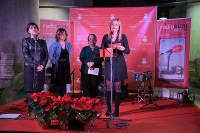 L'alcaldessa, Ana María Martínez Martínez, dirigint-se als assistents (foto: Ajuntament de Rubí – Localpres)
