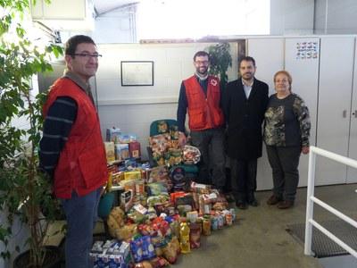 Ràdio Rubí ja ha lliurat els 200 quilos d'aliments a la Taula d'entitats de Rubí per a la inclusió social (foto: Ràdio Rubí).
