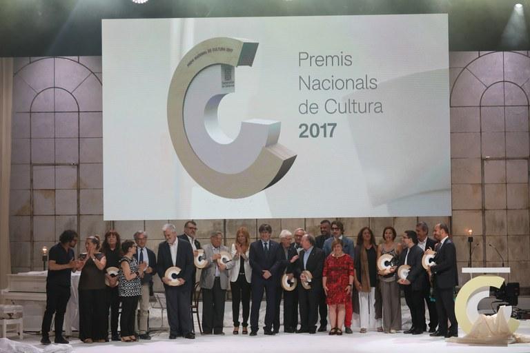 Foto de família de la cerimònia dels Premis Nacionals de Cultura 2017 (foto: Eva Guillamet)