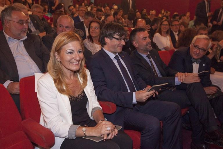 L'alcaldessa, el president i el conseller, durant la cerimònia (foto: Localpres)