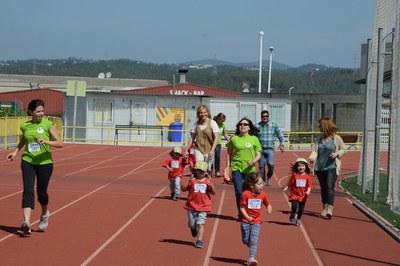 L'alcaldessa i els regidors s'han sumat als corredors més petits (foto: Localpres).