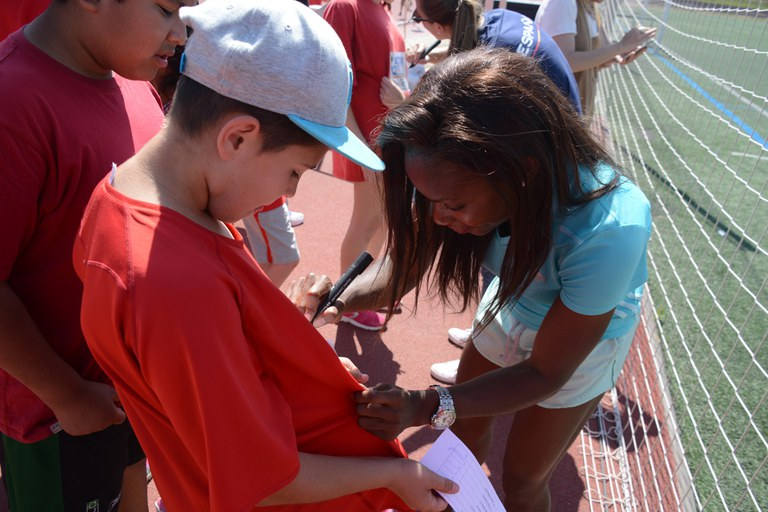 Marlene Mevong ha signat autògrafs (foto: Localpres)