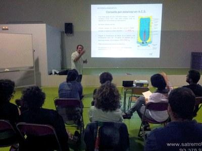 Sessió amb l'AMPA de l'Escola Rivo Rubeo (foto: Localpres).