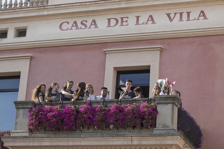 Els esportistes s'han dirigit a l'afició des del balcó de l'Ajuntament (foto: Localpres)