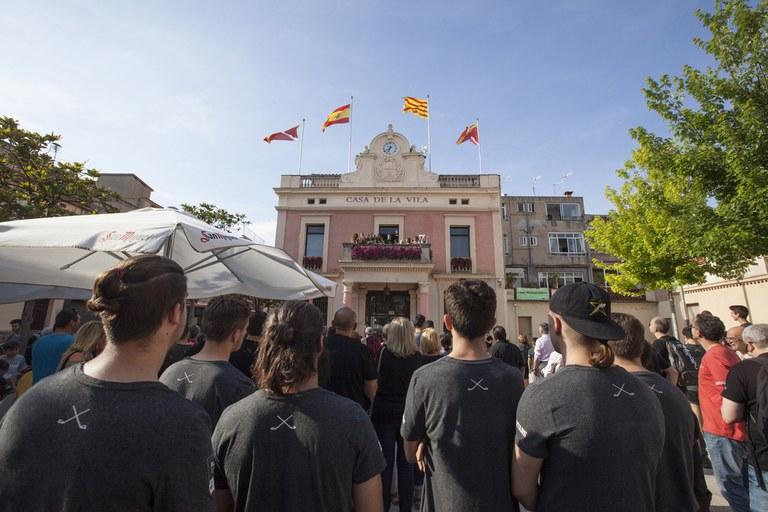 Part de l'afició de l'HCR Cent Patins s'ha congregat a la plaça de Pere Aguilera (foto: Localpres)