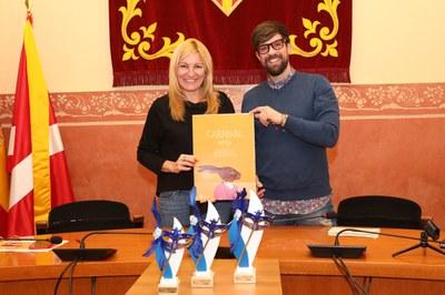 L'alcaldessa i el regidor de cultura a la sala de plens (foto: Ajuntament de Rubí – Lali Álvarez).