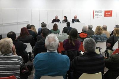 Un moment de la xerrada a l'auditori de la biblioteca (foto: Ajuntament de Rubí – Localpres).