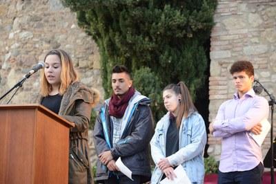 L'alumnat de l'Escola Regina Carmeli ha estat qui ha llegit el manifest (foto: Localpres)
