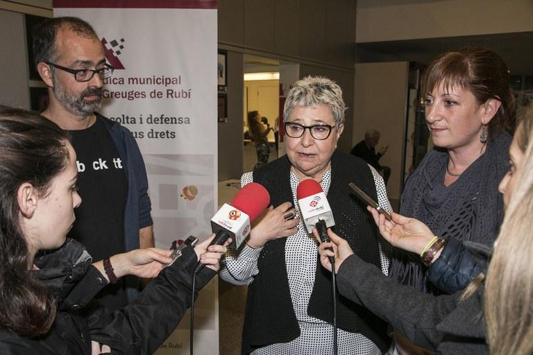 García, Calleja i Joanmiquel, atenent els mitjans de comunicació (foto: Ajuntament – Lali Puig)
