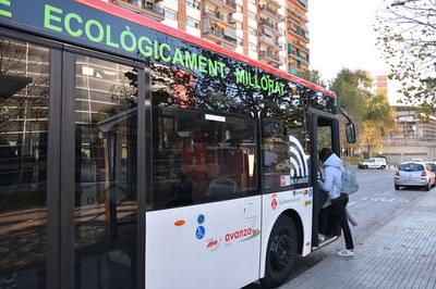 Una de les mesures per prevenir la contaminació acústica ha estat substituir alguns busos per models híbrids (foto: Ajuntament de Rubí – Localpres).