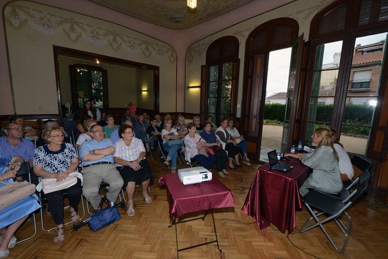 La sala noble de l'Ateneu s'ha omplert amb motiu de la inauguració de l'exposició (foto: Localpres)