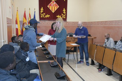 Imatge d'arxiu de l'última entrega presencial de certificats al mes de febrer (foto: Ajuntament de Rubí – Localpres).