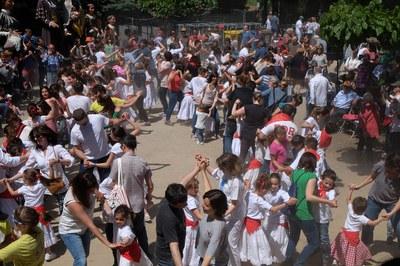 Les danses participatives són un dels grans moments de la festa (foto: Localpres).