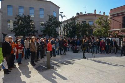 Desenes de persones s'han concentrat a la plaça Pere Aguilera (foto: Localpres)