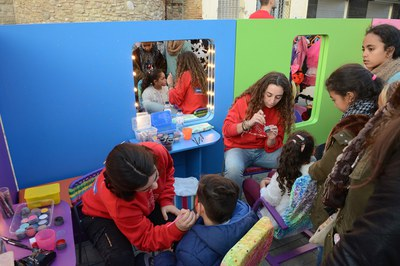 Una de les activitats ha estat un taller de maquillatge (foto: Localpres)