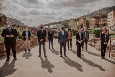 Els nou alcaldes i alcaldesses, durant la constitució de l'Associació de Municipis de l'Arc Metropolità (foto: Ajuntament de Rubí / Grisphoto).