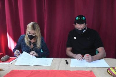Acte de signatura (foto: Ajuntament de Rubí - Localpres)