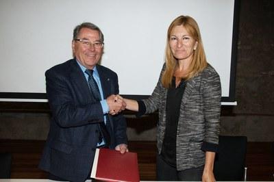 El conveni s'ha signat aquest divendres a la Masia de Can Serra (foto:Localpres).