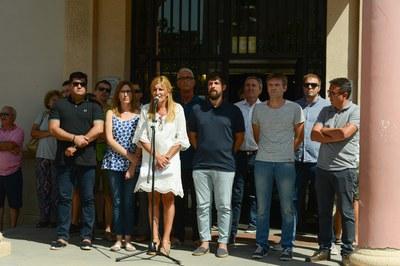 La concentració ha comptat amb la presència de l'alcaldessa i de representants dels grups municipals (foto: Localpres)