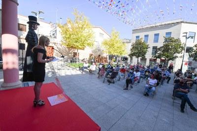 L'acte s'ha fet a la plaça, que s'ha tancat per a l'ocasió (foto: Ajuntament de Rubí - Localpres)