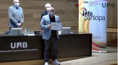 El regidor de Transparència, Pau Navarro Cano, ha recollit el guardó (Foto: Infoparticipa).