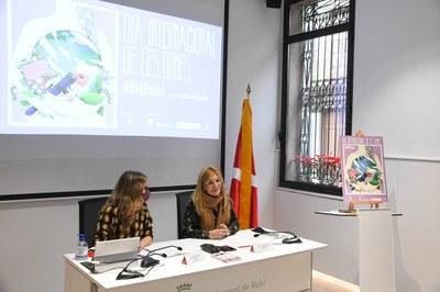 L'alcaldessa i la regidora d'Igualtat en un moment de la roda de premsa (foto: Ajuntament de Rubí – Localpres).