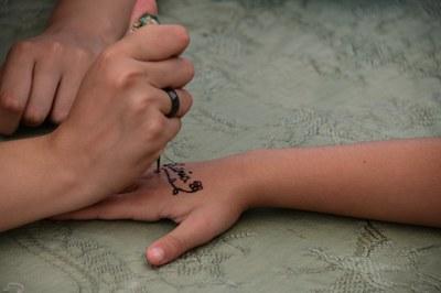 La festa inclourà un taller de tatuatges de henna (foto: Ajuntament de Rubí – Localpres).