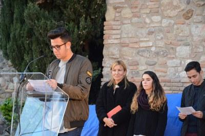 Alumnat del Duc de Montblanc s'ha encarregat de llegir el manifest (foto: Localpres).