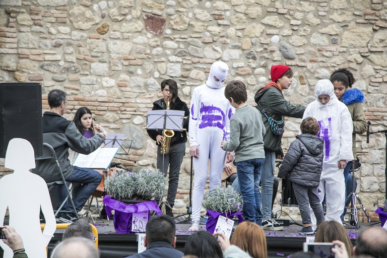 Performance contra la violència masclista (foto: Ajuntament - Lali Puig)