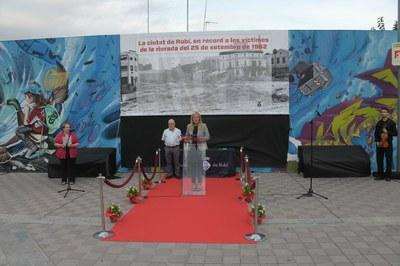 L'alcaldessa i el president del Consell de la Gent Gran, durant l'acte de commemoració del 57è aniversari de la rierada (foto: Ajuntament - Localpres).