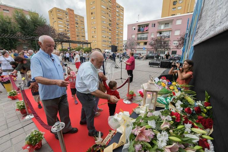Partits polítics, entitats i ciutadania a títol individual també han homenatjat les víctimes (foto: Ajuntament - Localpres)