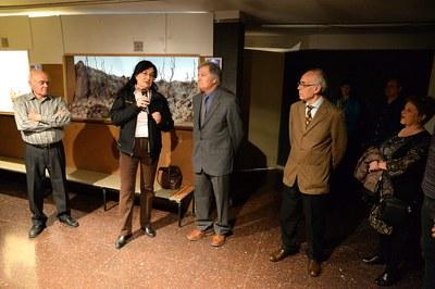 L'alcaldessa ha lliurat un reconeixement als pessebristes que han fet 50 anys a l'entitat (foto: Localpres)