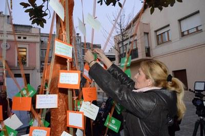 L'alcaldessa ha penjat el seu desig (foto: Localpres)