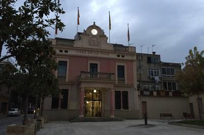 L'Ajuntament és un dels edificis que dissabte, durant una hora, quedaran a les fosques com a símbol de la lluita contra el canvi climàtic.