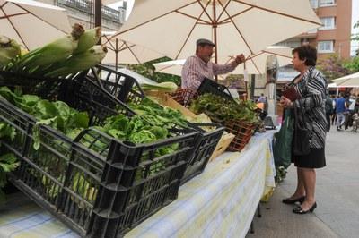 La plaça de Catalunya va acollir una mostra de productes agrícoles locals, entre d'altres activitats (foto: Localpres).