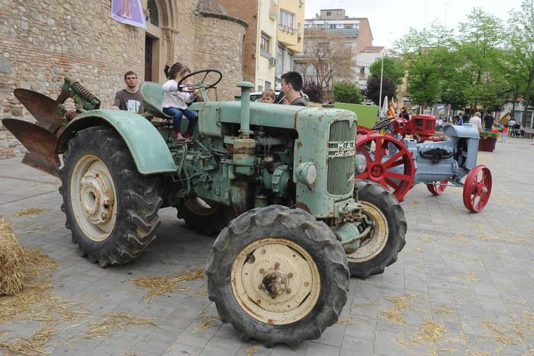 La plaça del Doctor Guardiet va ser l'escenari d'una mostra de maquinària agrícola (foto: Localpres)