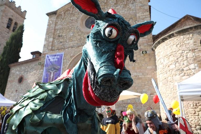 """L'espectacle itinerant """"El baladrer Sant Jordi"""" ha recorregut part de l'illa de vianants (foto: Ajuntament – Lali Puig)"""