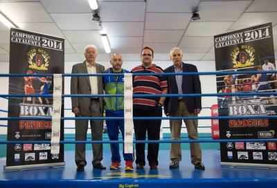 El regidor d'Esports amb els organitzadors del campionat (foto: Localpres).