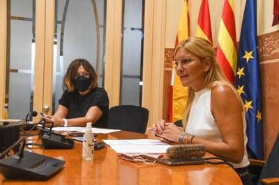 L'alcaldessa i la segona tinent d'alcaldia han presentat el document als mitjans de comunicació (foto: Ajuntament de Rubí – Localpres).
