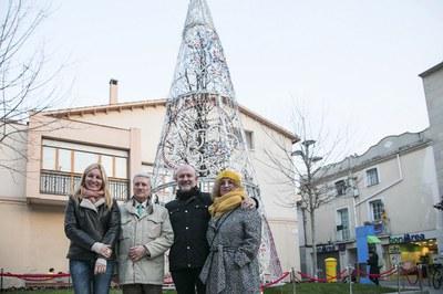 L'alcaldessa, amb els responsables de l'Hermandad i del Museu Vallhonrat (foto: Ajuntament – Lali Puig).